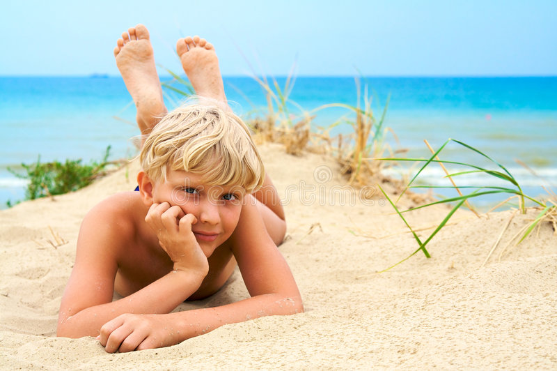 Giovane ragazzo biondo fotografia stock