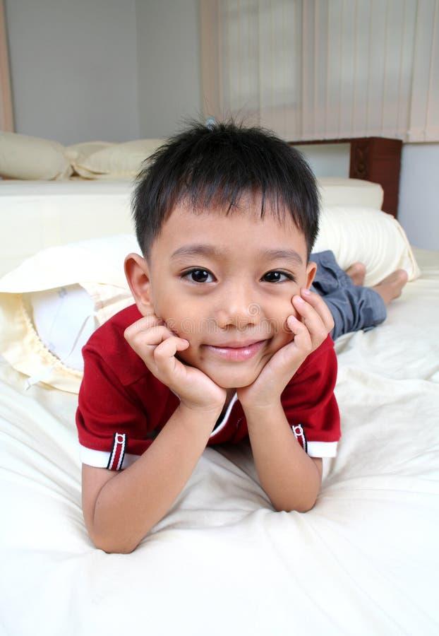 Giovane ragazzo felice fotografia stock