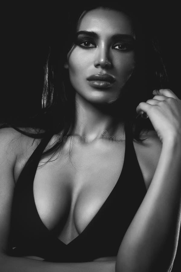 Giovane ritratto sexy della donna immagine stock