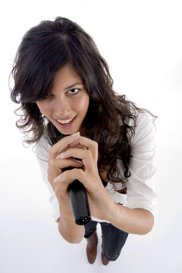 Giovane rock star femminile con il mic fotografie stock