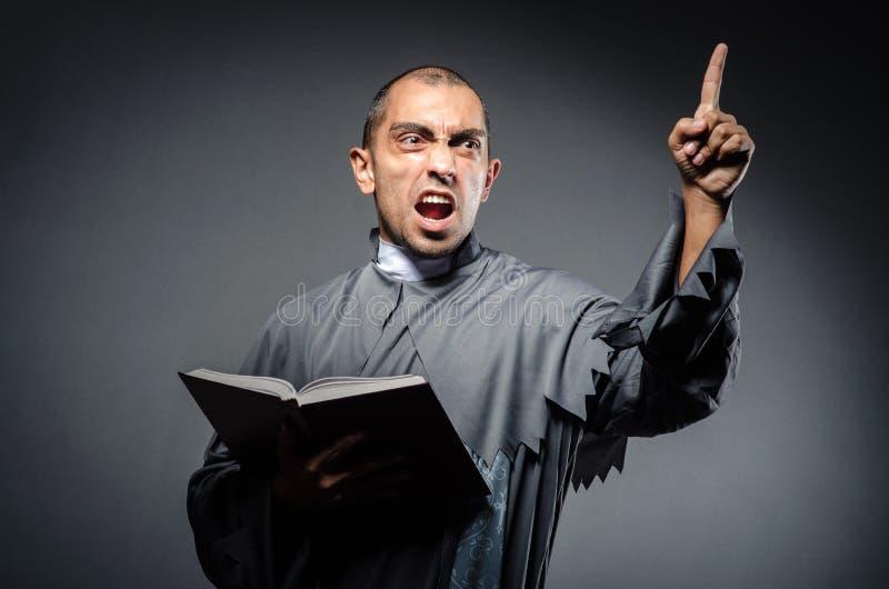 Giovane sacerdote fotografie stock libere da diritti