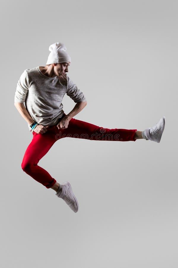 Giovane salto del danzatore immagine stock