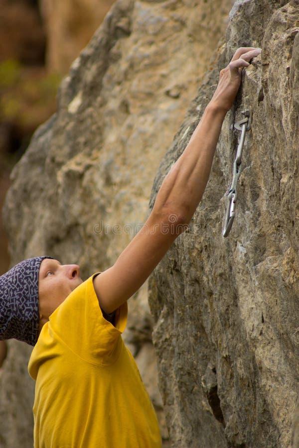Giovane scalatore maschio fotografie stock