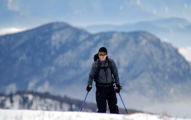 Giovane sciatore felice fotografia stock