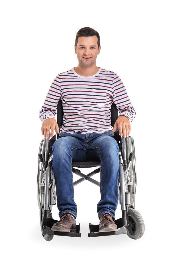 Giovane in sedia a rotelle su fondo bianco fotografie stock