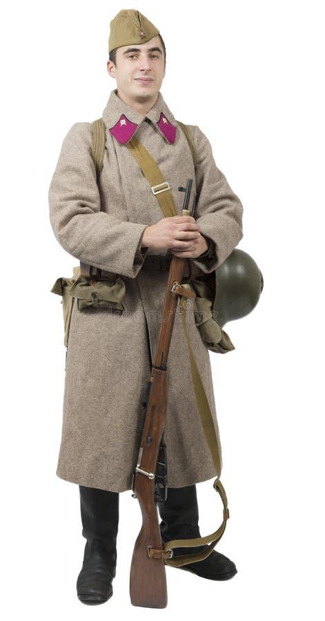 Giovane soldato sovietico con l'uniforme di inverno sul backgroun bianco immagini stock