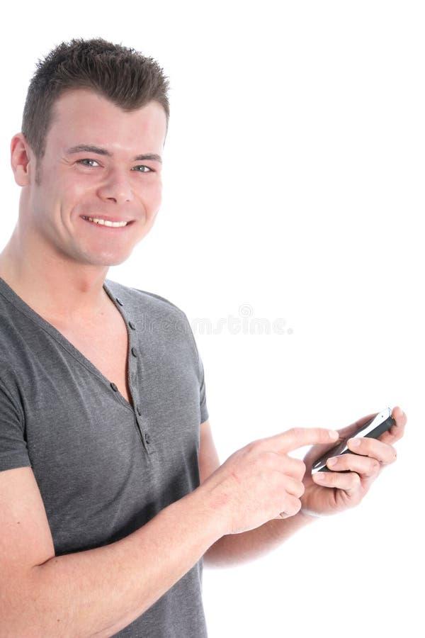 Giovane sorridente che per mezzo di uno smartphone fotografia stock libera da diritti