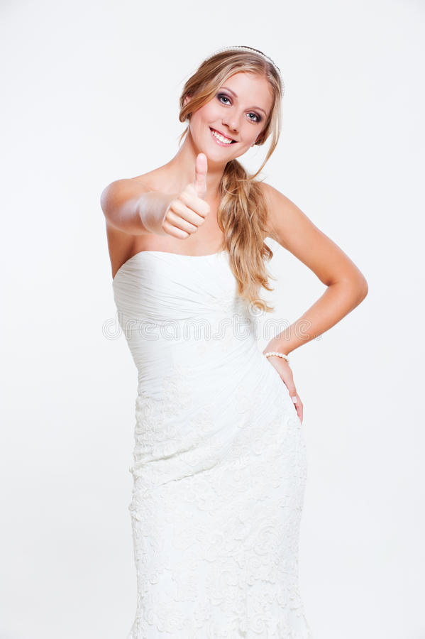 Giovane sposa che mostra i pollici in su fotografie stock