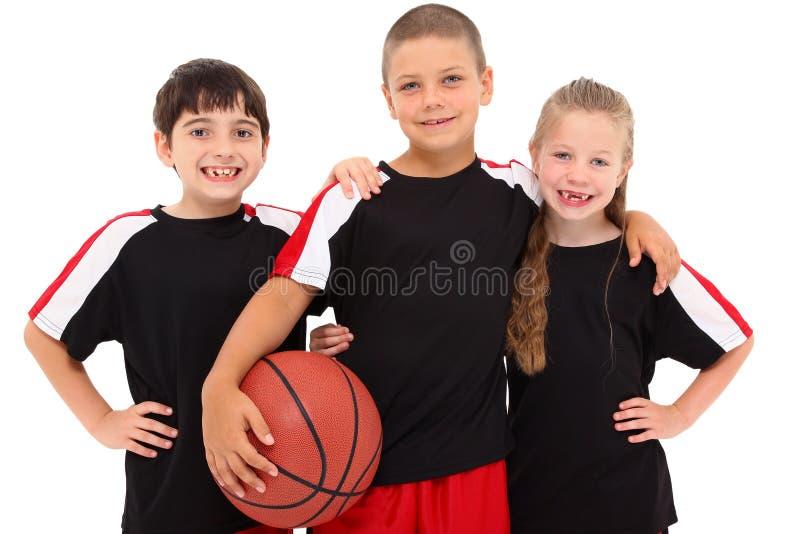 Giovane squadra di pallacanestro del bambino della ragazza e del ragazzo fotografia stock