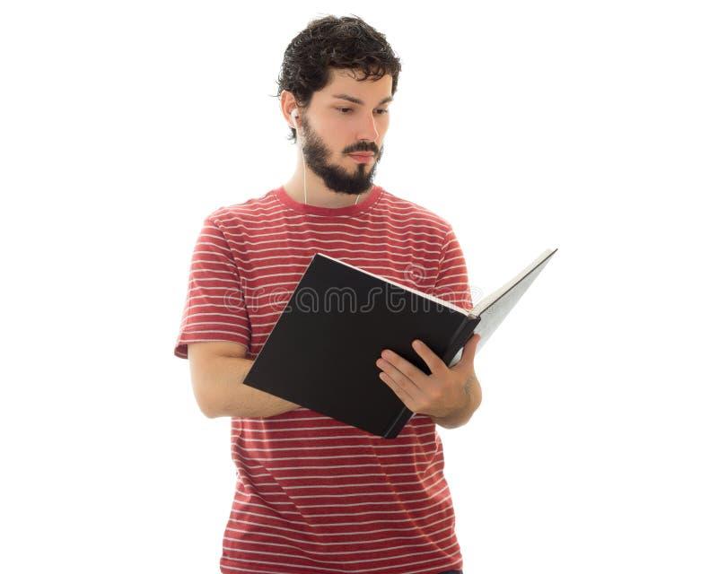 Giovane studente che sta e che prende le note immagini stock