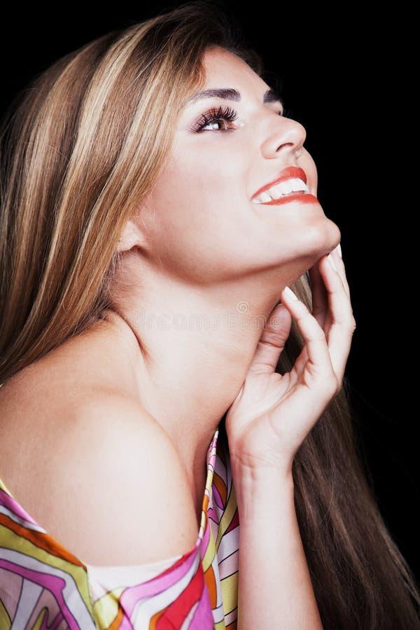Giovane studio biondo sorridente del ritratto di bellezza della donna fotografie stock