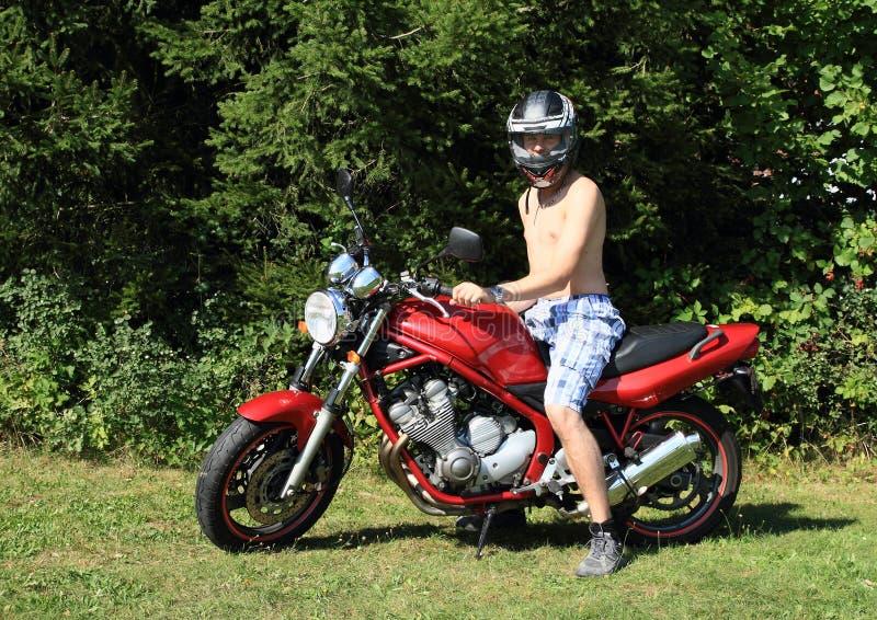 Giovane sulla motocicletta fotografia stock libera da diritti