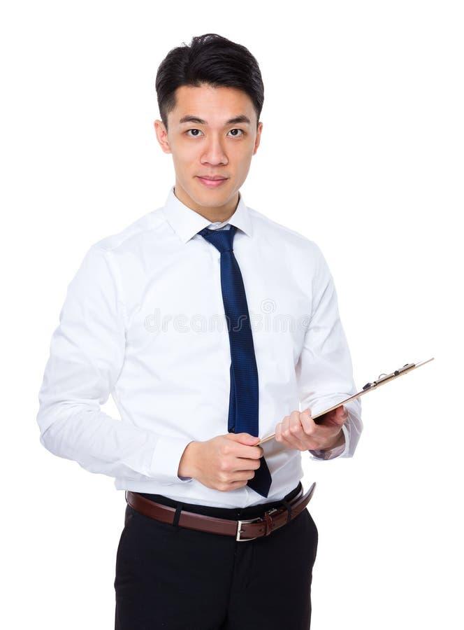 Download Giovane Tenuta Dell'uomo D'affari Con L'archivio Immagine Stock - Immagine di mandarino, maschio: 55355547