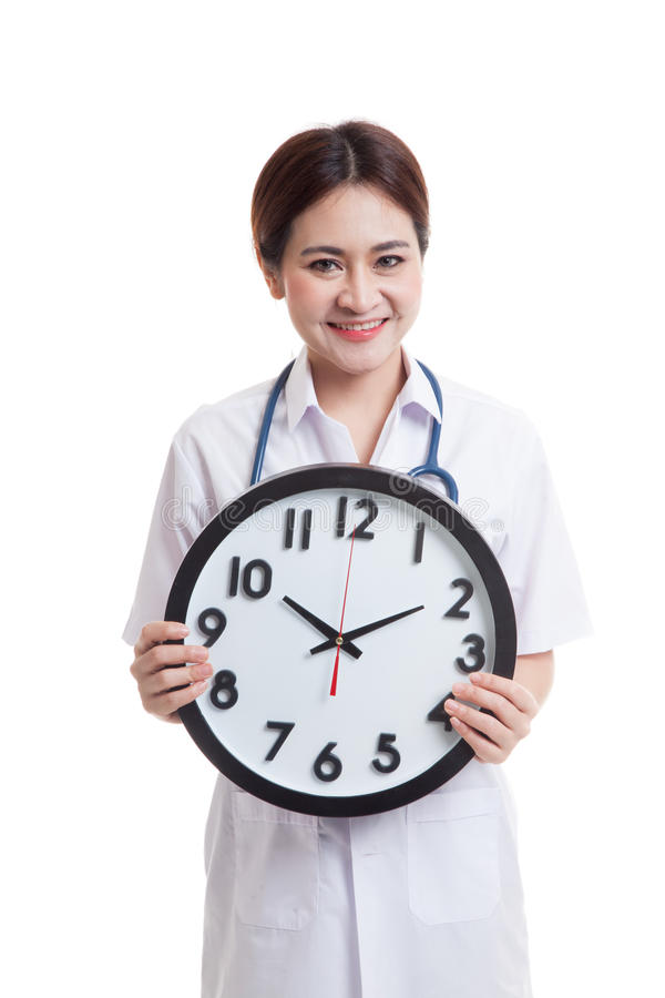 Giovane tenuta femminile asiatica di medico un orologio fotografia stock libera da diritti