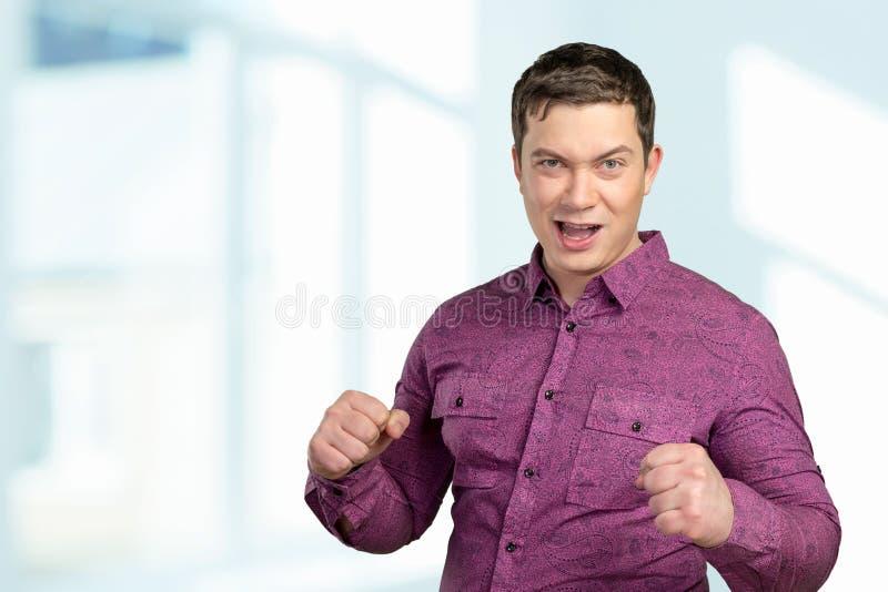 Giovane uomo arrabbiato fotografie stock libere da diritti