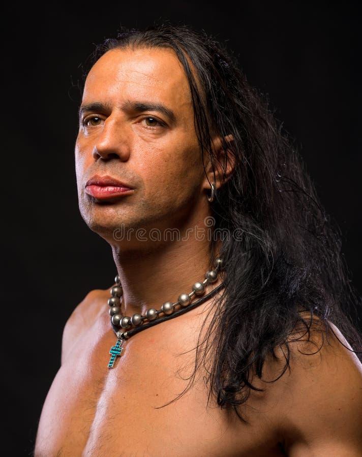 Giovane uomo bello con il torso nudo immagine stock