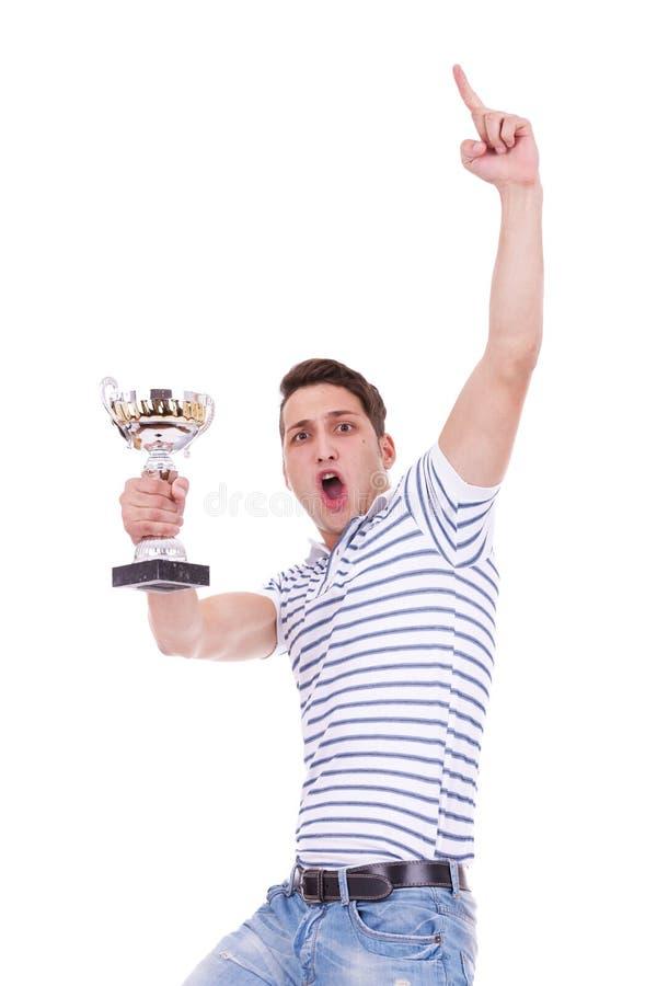Giovane uomo casuale che vince un trofeo fotografia stock libera da diritti