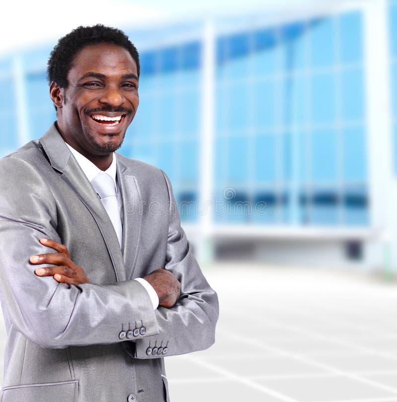 Giovane uomo d'affari afroamericano in ufficio fotografia stock