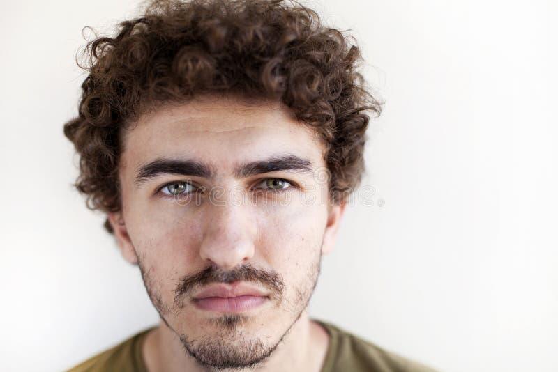 Giovane uomo d'affari barbuto bello fotografia stock libera da diritti