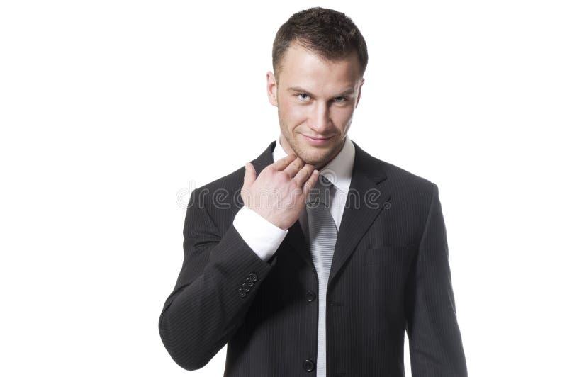 Giovane uomo d'affari bello in vestito nero immagini stock