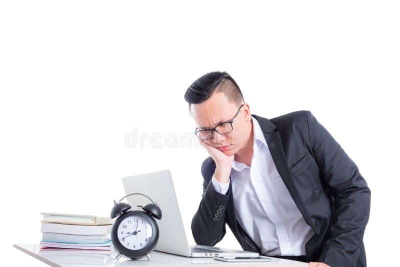 Giovane uomo d'affari che lavora con il computer portatile fotografia stock