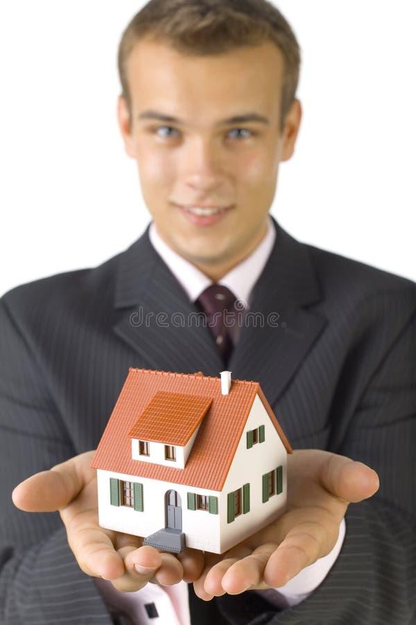 Giovane uomo d'affari con la casa fotografia stock