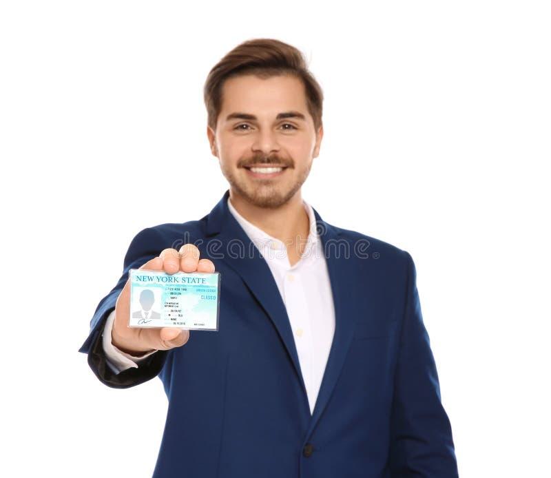 Giovane uomo d'affari felice con la patente di guida su bianco immagini stock libere da diritti