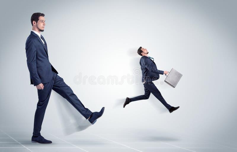 Giovane uomo d'affari infornato dal capo fotografia stock