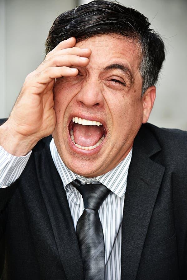 Giovane uomo d'affari Laughing Wearing Suit e legame immagine stock libera da diritti