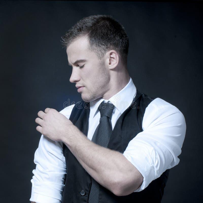 Giovane uomo d'affari muscolare sexy fotografia stock libera da diritti