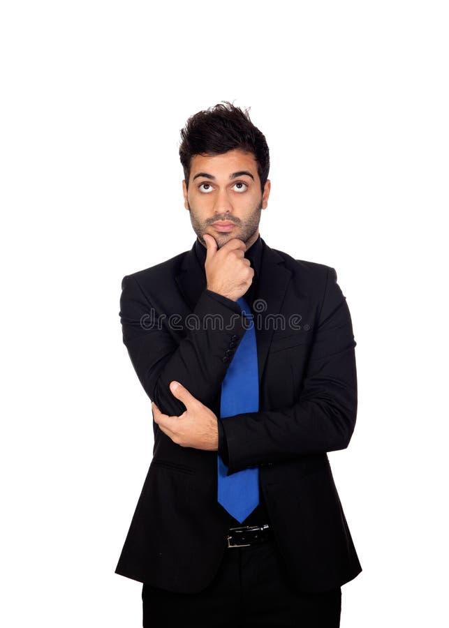 Giovane uomo d'affari pensieroso con il legame blu fotografie stock