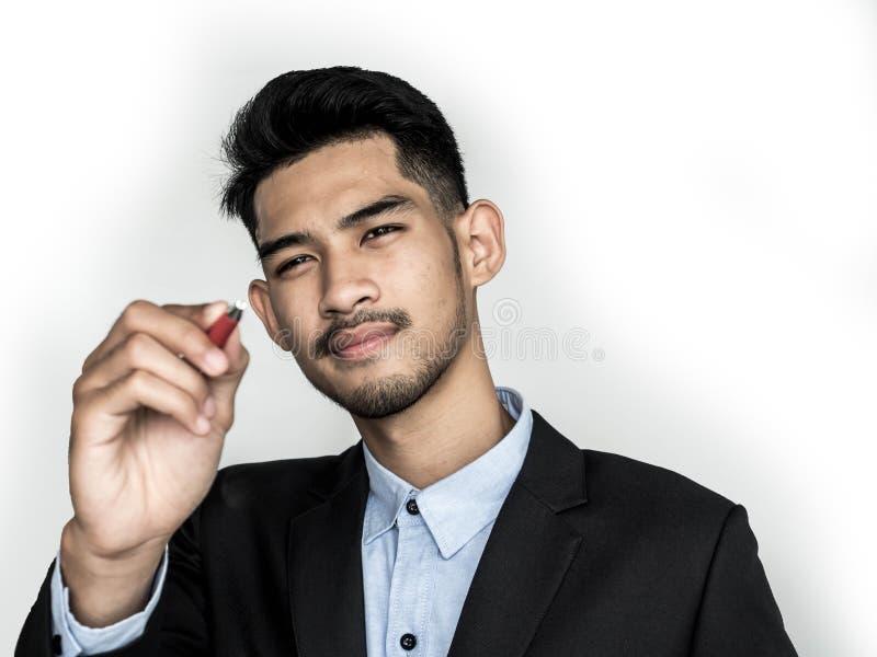 Giovane uomo d'affari Pointing ad uno scopo fotografie stock libere da diritti