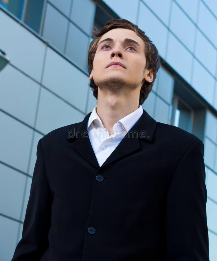 Giovane uomo d'affari sicuro immagini stock libere da diritti