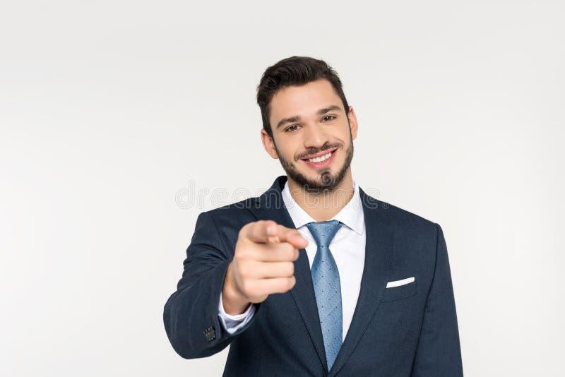 giovane uomo d'affari sorridente che indica alla macchina fotografica immagini stock
