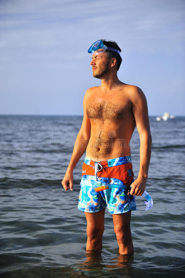 Giovane Uomo Nudo Sexy Muscolare Spostato In Seta