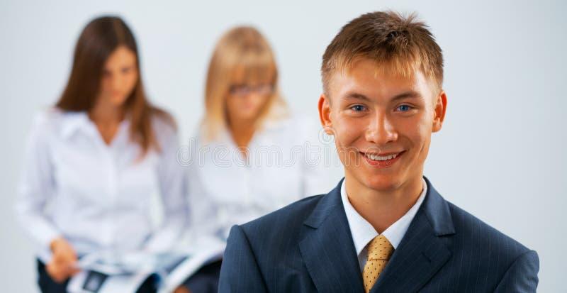 Giovane uomo felice di affari fotografie stock libere da diritti