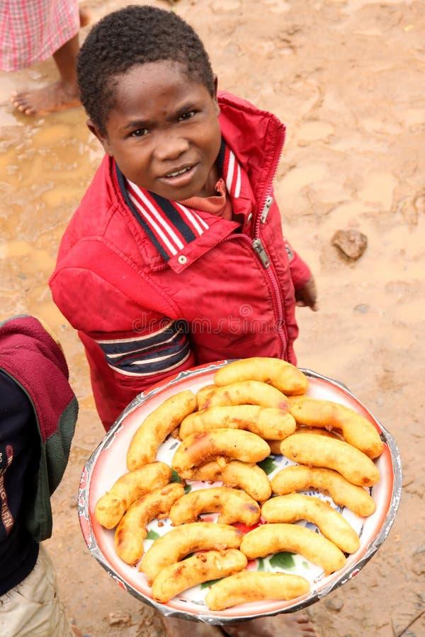 Giovane venditore della banana fotografia stock libera da diritti