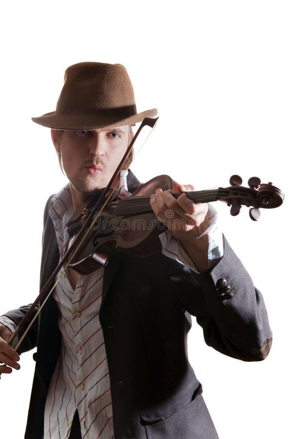 Giovane violinista che gioca il violino in cappello immagini stock