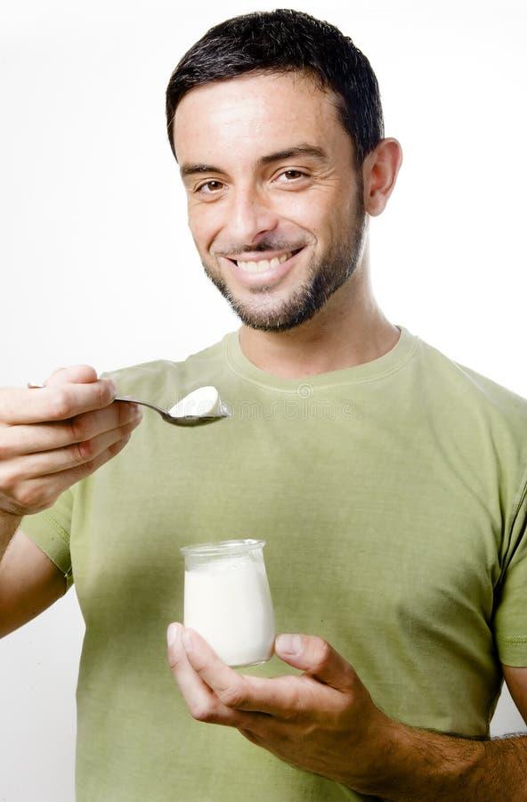 Giovane Yogurt Mangiatore Di Uomini Immagini Stock Libere da Diritti