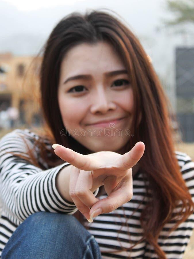 Giovani asiatici svegli fotografia stock libera da diritti