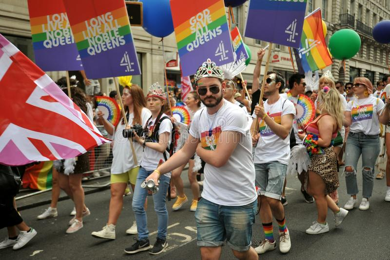 Giovani attivisti al gay pride di Londra a Londra, Inghilterra 2019 fotografia stock