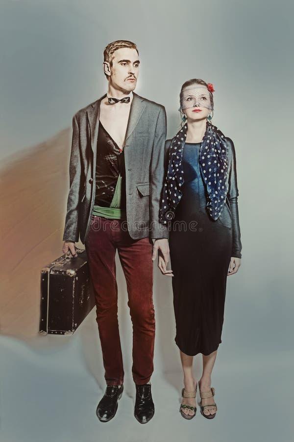 Giovani attori del teatro delle coppie in un retro stile fotografia stock