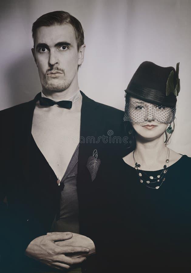 Giovani attori del teatro delle coppie in un retro stile annata fotografia stock