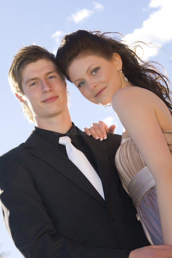Giovani belle coppie felici immagine stock
