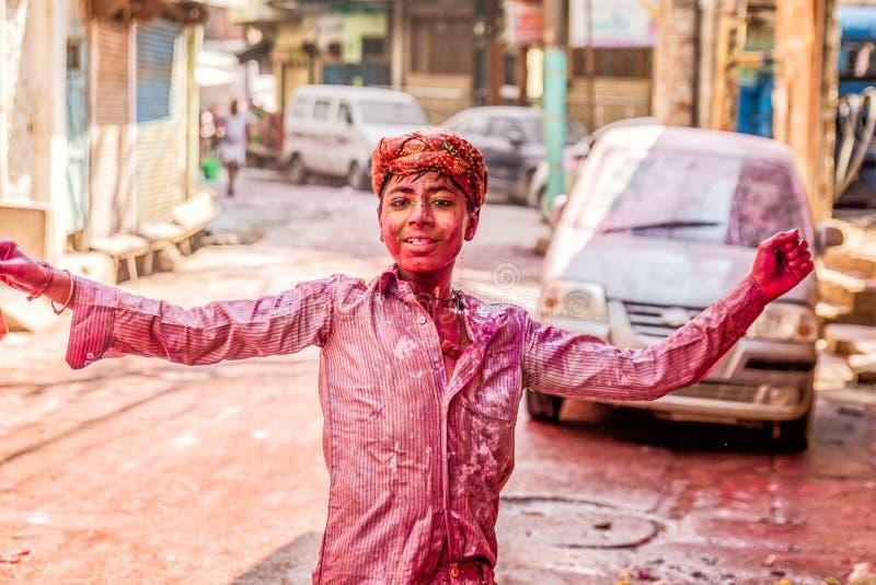 Giovani che celebrano festival di Holi in India fotografie stock