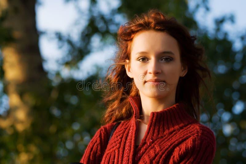 giovani chiari felici della donna di alba fotografie stock libere da diritti