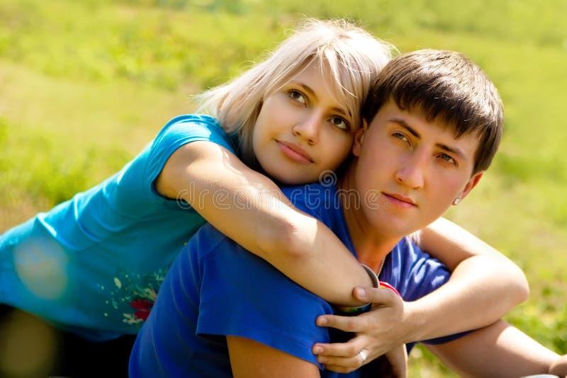 Giovani coppie. immagini stock