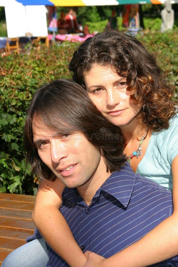 Download Giovani coppie fotografia stock. Immagine di ridere, felicità - 223258