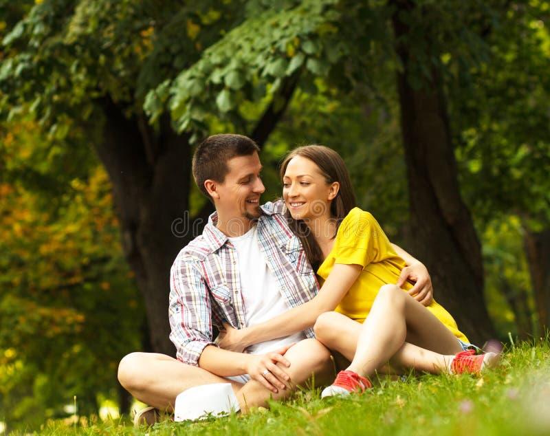 Giovani coppie affettuose immagini stock libere da diritti