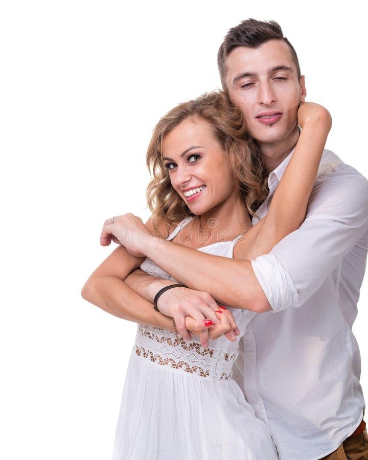 Giovani coppie allegre su fondo bianco, isolato fotografie stock